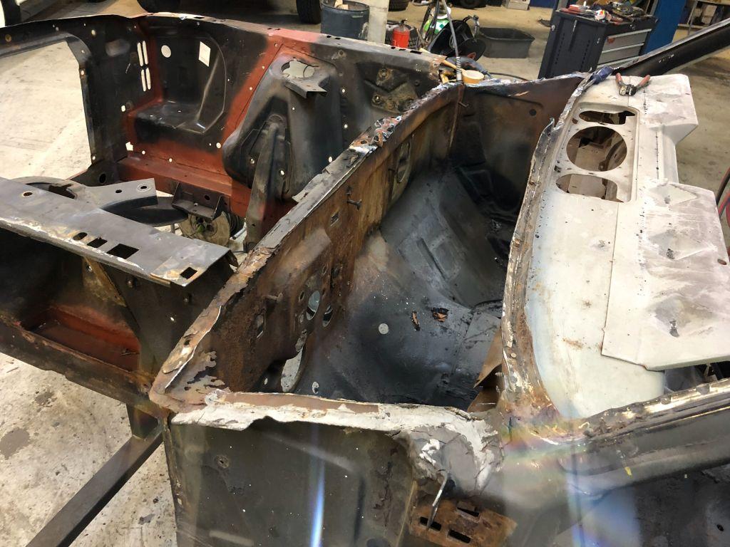 Mustang Ford Cowl Vent Reparatur Windleitblech Oldtimer Werkstatt