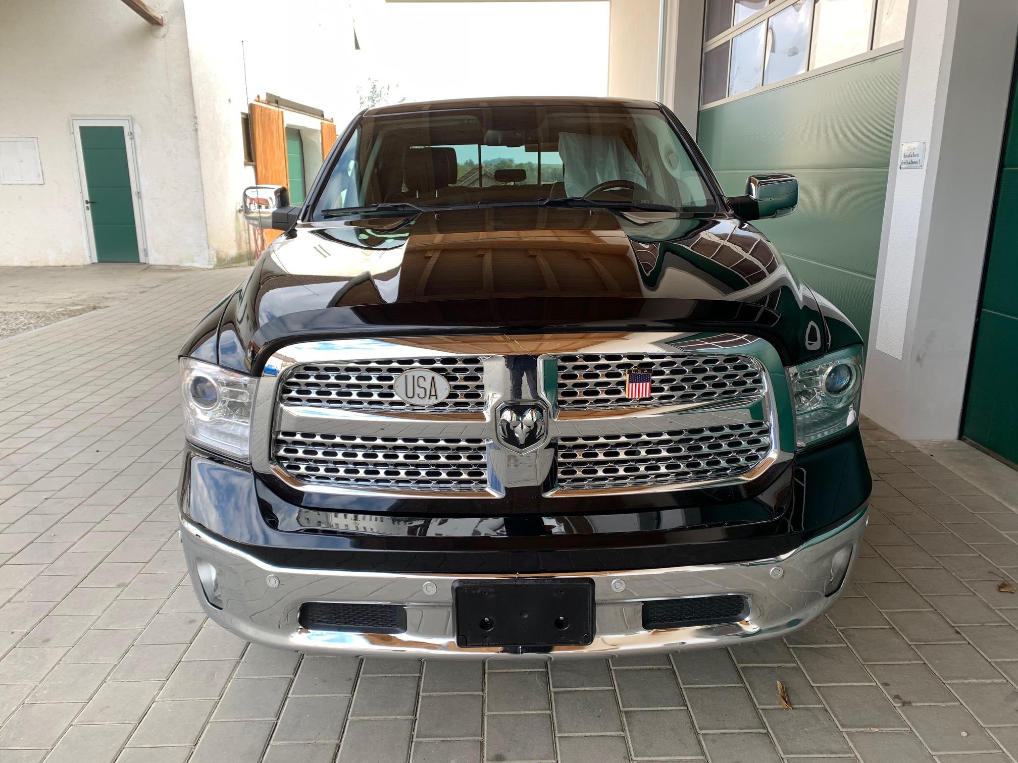 2017 Schwarzer Dodge Ram 1500 Laramie Hemi 5,7 Allrad viele Extras