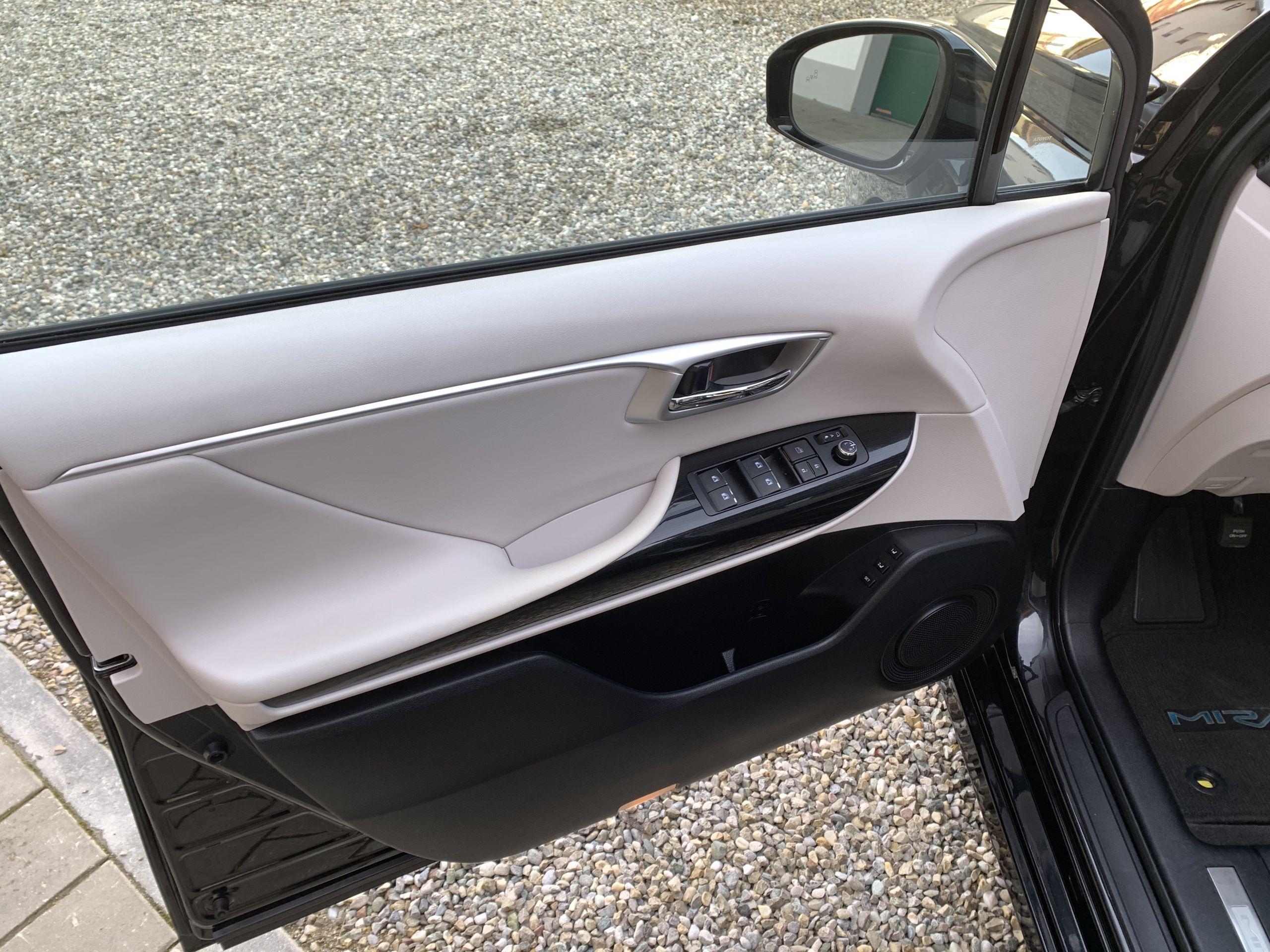 Schwarzer Gebraucht Toyota Mirai Wasserstoff Brennstoffzelle zu verkaufen Deutschland 1