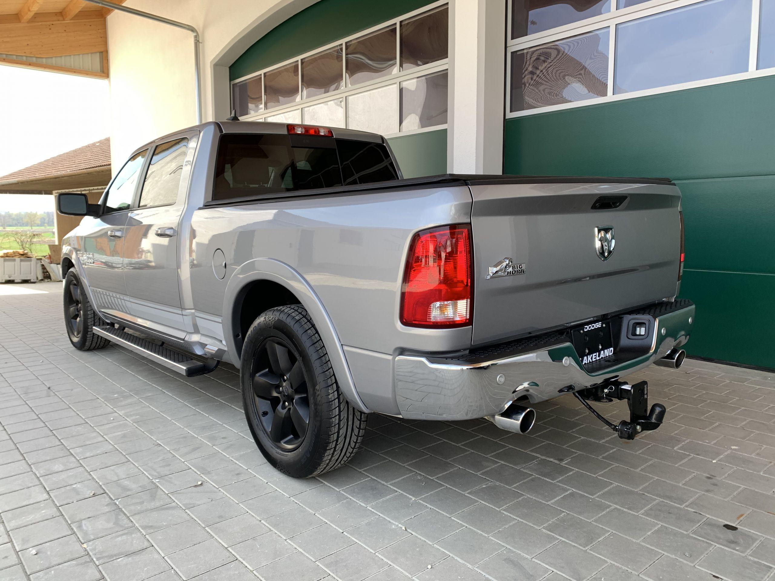 Dodge Ram 1500 SLT mit dem 5,7 Hemi V8 , RWD CREW Cab mit langem Bett und Lederaustattung zu Kaufen deutschland