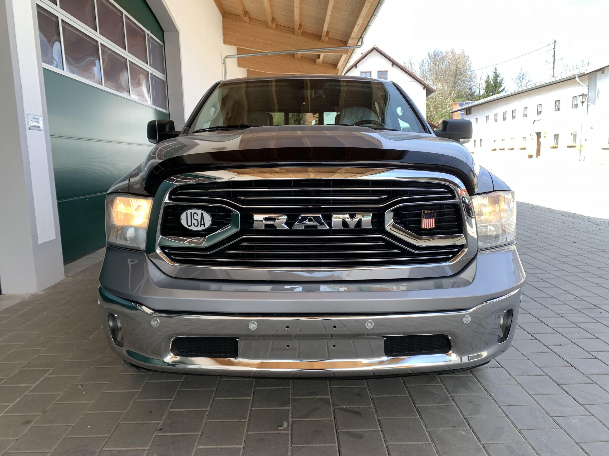 Dodge Ram 1500 SLT mit dem 5,7 Hemi V8 , RWD CREW Cab mit langem Bett und Lederaustattung zu Verkaufen