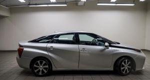 2016  Toyota Mirai Wasserstoff Brennstoffzelle silber  zu verkaufen